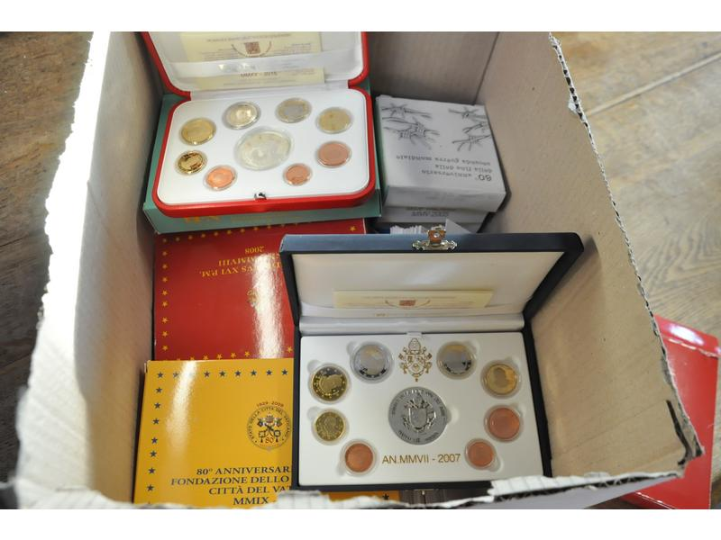 Collection euros du Vatican : coffrets BE, BU, 2 euros, 5 euros, 10 euros, coffret coincard,   grosses cotes.